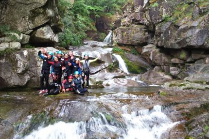 canyoning en groupe à Collias